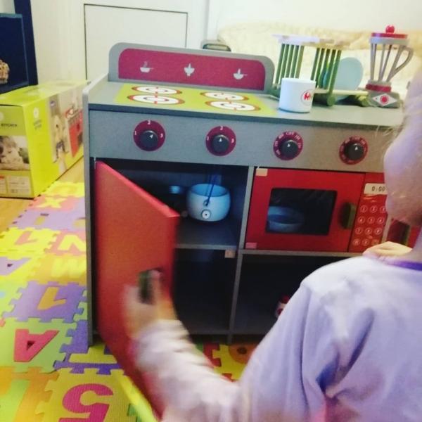 Bucatarie de lemn copii Dubla European Kitchen  cu accesorii 13